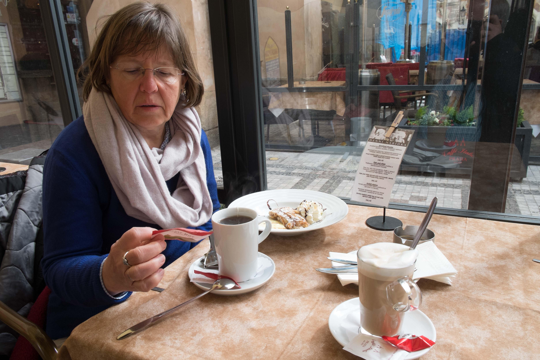 Im Kaffee in Prag (1 von 1)